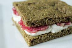 paleo scd bezlekovy chleba s dynovou moukou Buckwheat, Crackers, Sandwiches, Paleo, Bread, Breakfast, Healthy, Desserts, Food