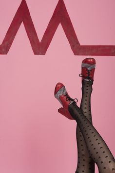 Image of Zapato rojo y pata de gallo