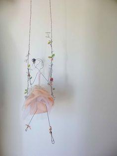 Ladder Games – # Shreds – diy – - All About Gardens Wire Crafts, Diy And Crafts, Crafts For Kids, Arts And Crafts, Paper Crafts, Wire Art Sculpture, Art Sculptures, Art Diy, Fairy Dolls