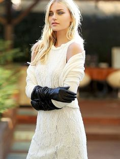 Elegant Gloves, Woolen Dresses, Gloves Fashion, Black Leather Gloves, Long Gloves, Hot Outfits, Beauty Full Girl, Lace Skirt, Sexy