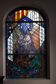 H. Ursula, vlakglaskunst van Coen Mesterom in klein kapelletje in Roermond