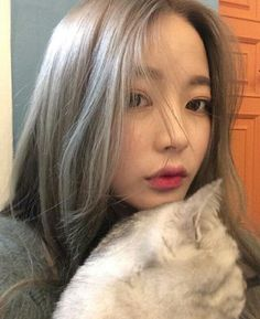 Images and videos of ulzzang Grey Hair Korean, Korean Girl, Shot Hair Styles, Curly Hair Styles, Summer Hairstyles, Girl Hairstyles, Korean Hairstyles, Bora Lim, Curling Hair With Wand