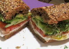 Sandwich con pan de centeno de Panadería La Canasta