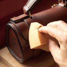 Sacoche – étui horizontal pour boules de pétanque – modèle réf. #PH1-M Tool Roll, Leather Bags Handmade, Leather Pouch, Leather Working, Creations, Men Bags, Leather Crafts, Quiver, Wallet