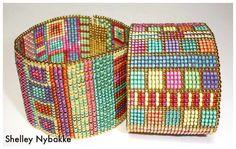 loom or square stitch Seed Bead Jewelry, Bead Jewellery, Beaded Jewelry, Seed Beads, Bead Crochet Patterns, Beading Patterns, Beaded Cuff Bracelet, Loom Bracelets, Loom Beading