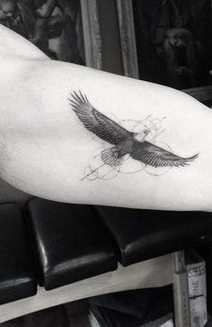 awesome Tattoo Trends - Association aigle-geometrie, pas cette position pour l'aigle...