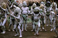 Burt Glinn NEW GUINEA. Near Village of Goroka. 1970. Mudmen tribe gathers for celebration of a pig killing.