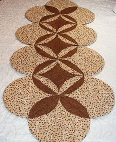Autumn Fall Table Runner Quilt Centerpiece  Brown Tan Leaves #quiltsyteam @KeriQuilts