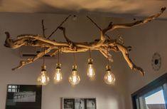 """Lustre en bois flottés ramassés sur les plages de Cagnes sur mer et Antibes. Composé de 4 ampoules Edison et de fils électriques """"vintage"""", il sera du plus bel effet dans votre intérieur."""