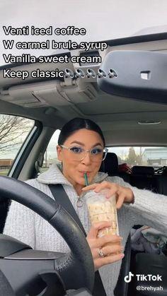 Starbucks Holiday Drinks, Secret Starbucks Recipes, Healthy Starbucks Drinks, Starbucks Coffee, Iced Coffee, Yummy Drinks, Coffee Drink Recipes, Coffee Drinks, Starbuck Drinks