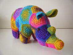 Thandi, de neushoorn naar een patroon van Heidi Bears gemaakt uit Fenna