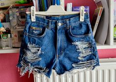 DIY with Elli ♥ || Do-it-yourself, tutorials & inspiration.: #19 DIY, HOW TO MAKE DISTRESSED SHORTS (EASY)