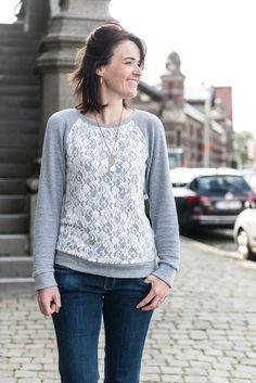 Ik hou van sweaters en ging daarom eens op zoek naar en goed patroon met raglanmouw.  Mijn zoektocht begon bij de magazines die ik in huis had en ging via Named naar HeyJune, naarBurdastyle naar naaipatronen.nl Bij Named kocht ik een heel erg fijn patroontje...