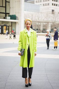 A neon topper is anything but ordinary #streetstyle