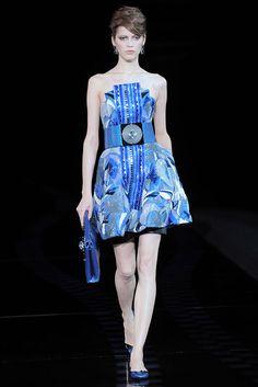 Giorgio Armani Spring 2010 Ready-to-Wear Fashion Show - Yulia Kharlapanova