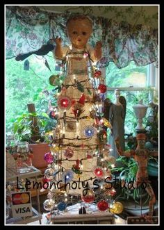 Tomato cage altered Christmas tree - JUNKMARKET Style