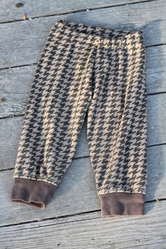 20 minute Toddler Sweatpants. Yes, this is sewing; looks fairly easy.  Take a quick look @Crystal Walters-Williams.