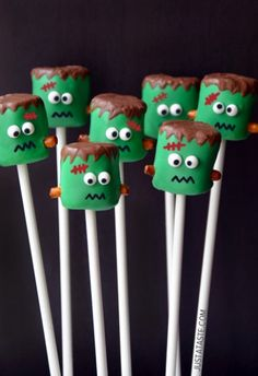 Fun & Easy Halloween Food; Frankenstein marshmallow pops.