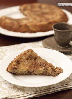 Receta de bizcocho de manzana y nueces al aroma de canela. Fotografías con el paso a paso del proceso de elaboración. Sugerencia de...