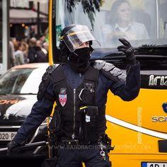 CRS organisant la circulation place de la République [Ref:1416-20-0428] #policenationale #CRS #policier #MO #circulation #casque #balaclava