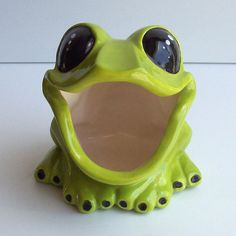 Tree Frog Sponge holder In Apple Green by fruitflypie on Etsy, $38.00 I like this one way better than the one I already have!