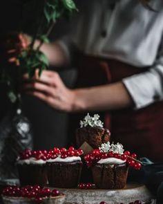 Koláč bez múky a cukru - Fit recept - Lenivá Kuchárka Pesto, Nutella, Strawberry, Fruit, Desserts, Food, Tailgate Desserts, Deserts, Essen