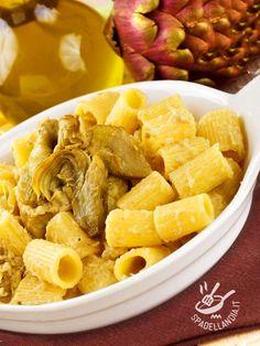 Rigatoni with artichokes and montasio - I Rigatoni con montasio e carciofi sono un piatto vegetariano in cui l'amaro dei carciofi viene smorzato dal sapore dolce della crema al montasio. #rigatoniconmontasio