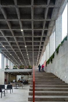 CCA builds concrete Mexican school EBC Aguascalientes around gardens – Architecture Concrete Architecture, Concrete Building, Architecture Design, Concrete Garden, Classical Architecture, Concrete Interiors, Concrete Structure, Steel Structure, Interior Garden