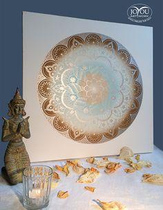 Orientalische Silberkreise  Mandala mit aufwendigem Farbverlauf, handgemalt mit Acryl auf Leinwand.  Ca. 50 x 50 cm Decorative Plates, Artwork, Home Decor, Mandalas, Paint Run, Canvas, Colors, Work Of Art, Decoration Home