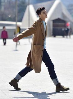 Street style: Shin Jae Hyuk at Seoul Fashion Week Fall 2015 shot by Baek Seung Won #koreanstreetfashion,