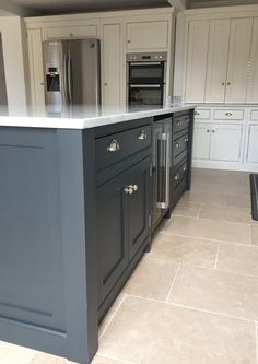 A lovely example of a beautiful contrast colour handmade kitchen, with very grey Farrow and Ball painted island and off white cabinets, mixed with white quartz worktops for a stunning finish Inframe Kitchen, Kitchen Paint, Kitchen Flooring, Country Kitchen, Kitchen Design, Kitchen Ideas, Bespoke Kitchens, Grey Kitchens, Home Kitchens
