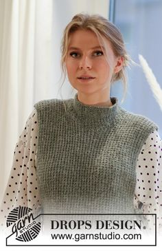 Knitted vest in DROPS Sky. The piece is worked with textured pattern, high neck and openings in the sides. Sizes S - XXXL. Knitting Patterns Free, Knit Patterns, Free Knitting, Baby Knitting, Knitting Machine, Drops Design, Crochet Girls, Knit Crochet, Knit Cowl