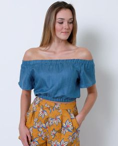 +Non-stretchy off-shoulder crop top