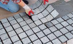 Natursteinpflaster verfugen mit Zementmörtel Construction Group, Garden Paths, Driveways, Deco, House Ideas, Outdoor, Spaces, Gardens, Courtyards