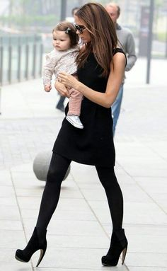 Harper Seven Beckham: A year in the life of our youngest (and poutiest) fashionista Victoria Beckham Harper, Victoria Beckham Stil, Harper Beckham, Spice Girls, Sky Heels, Vic Beckham, Elegante Y Chic, Mode Rock, Style Feminin