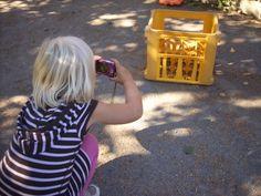"""Lille artikel om at lade børn fotografere    """"En fin gul kasse,"""" jente 5 år."""