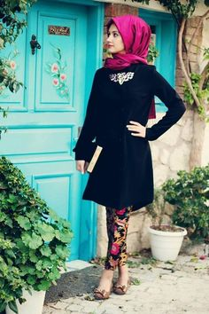 College girl show her pretty and cute look under pick and black dress presentation. magenta color silk hijab wear the lady without pin style. Islamic Fashion, Muslim Fashion, Modest Fashion, Ladies Fashion, Hijab Fashionista, Hijab Dress, Hijab Outfit, Hijab Wear, Sari