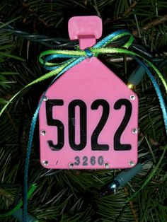 i still have the ear tag from the first cow i ever owned! i been wonderin what the heck to do with it! thanks to the person who thought of this! :) Could laser something on plain white ear tags. Redneck Christmas, Country Christmas, Christmas Time, Christmas Crafts, Christmas Decorations, Cowboy Ranch, Holiday Fun, Holiday Decor, Festive