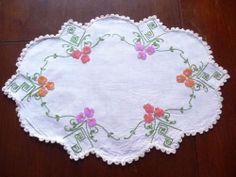 Gorgeous Vintage Hand embroidered LinenTraycloth or Centrepiece - Odd shape