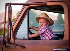 such a little doll baby. Little Country Boys, Little Cowboy, Country Babies, Cowboy Baby, Photo Bb, Jolie Photo, Baby Pictures, Baby Photos, Cute Pictures