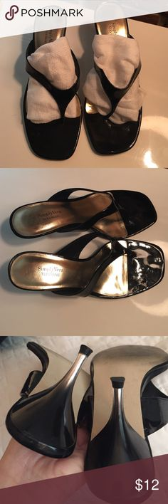 """Black Patent with Clear Ombre Heels Simply Vera by Vera Wang. Black Patent. Heel is a modern clear ombre.  Very fashionable. Only wore a few times. Comfortable.  No wear on heel.  Size 6.5  / 3"""" heel  Making room for Kon Mari folding. Simply Vera Vera Wang Shoes Heels"""