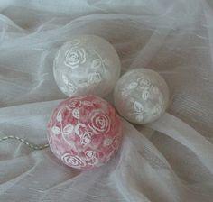 Leuchtkugeln mit Rosenmotiven, Dekokugeln von Bastelkiste auf DaWanda.com
