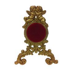 ANTIGUA RELOJERA NAPOLEÓN III En bronce con pareja de ángeles y tapete rojo en el soporte para el reloj.Medidas: 15 x 11,5 x 7 cm.