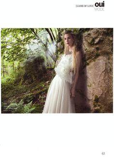 Merci à OUI Magazine pour cette jolie parution. Notre modèle Coquillage, robe de mariée longue, bustier en taffetas plissé travaillé en forme de coquillage. suzanne-ermann.com