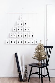 DIY Modern Advent Calendar: this would be great with verses of the day behind each flap and with a symbol associated with it. Noel Christmas, Christmas Countdown, Christmas Crafts, Christmas Decorations, Christmas Calendar, Black Christmas, Christmas Photos, Cool Advent Calendars, Diy Advent Calendar