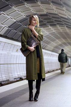 Khaki_hues_ohhcouture04 Leonie Sophie Light crepe coat: Missguided  Top: Zara  Clutch: Zara  Skirt: Zara  Overknees: Zara  Long cardigan: Zara