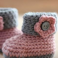 Crochet Baby Booties Crochet Booties for Baby Star - Crochet Walkthrough Crochet Bebe, Knit Or Crochet, Cute Crochet, Crochet For Kids, Crochet Hats, Crochet Baby Booties, Crochet Slippers, Baby Patterns, Baby Shoes