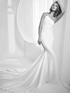 Wedding dress with one-shoulder neckline with gemstones - Rabel
