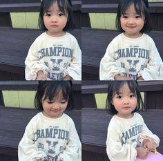 This kid is adorable Cute Asian Babies, Korean Babies, Asian Kids, Cute Babies, Cute Little Baby, Little Babies, Kids Girls, Baby Kids, Couple With Baby