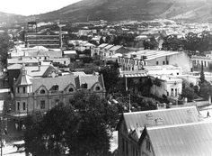 Tamboerskloof area, Cape Town At the intersection of Long and Kloof Streets to the left. Cities In Africa, Cape Town South Africa, Most Beautiful Cities, Antique Maps, Back In Time, Old Buildings, Historical Pictures, African History, Live